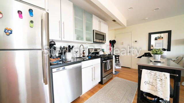 1 Bedroom, Astoria Rental in NYC for $2,592 - Photo 1