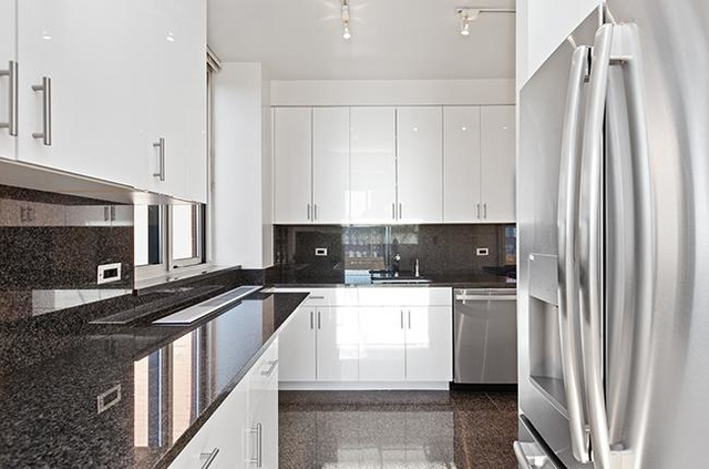 2 Bedrooms, Yorkville Rental in NYC for $5,954 - Photo 2
