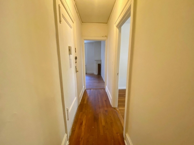 2 Bedrooms, Turtle Bay Rental in NYC for $2,995 - Photo 2