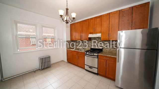 2 Bedrooms, Astoria Heights Rental in NYC for $2,400 - Photo 2