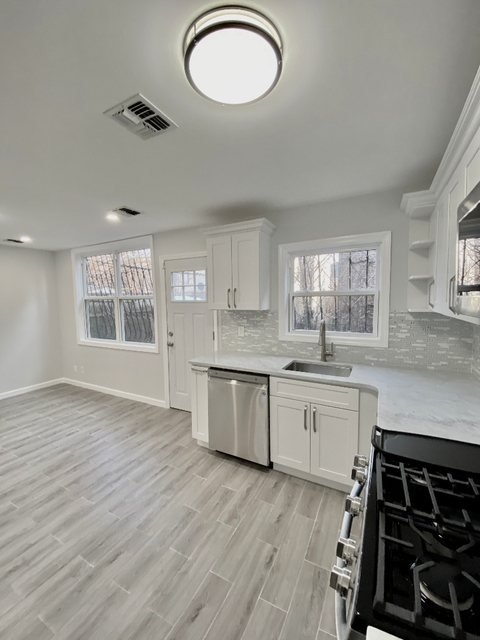 3 Bedrooms, Crotona Park East Rental in NYC for $3,000 - Photo 2