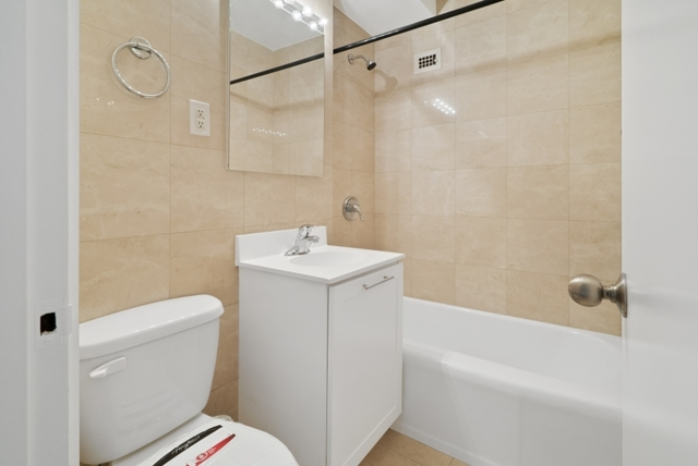 1 Bedroom, Yorkville Rental in NYC for $4,225 - Photo 2