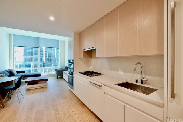 1 Bedroom, South Park Rental in Los Angeles, CA for $2,650 - Photo 1