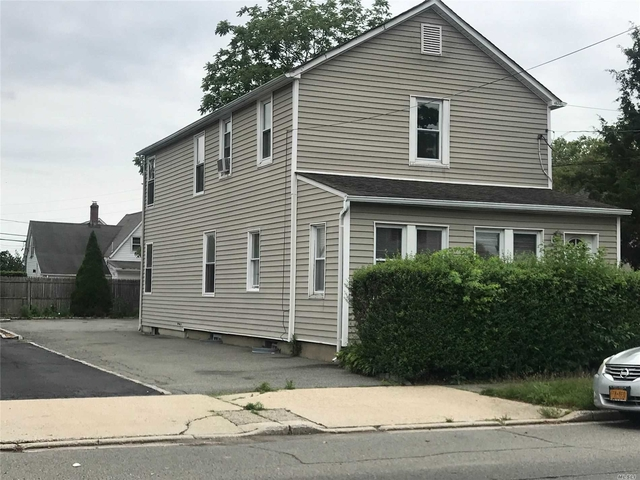 2 Bedrooms, Hicksville Rental in Long Island, NY for $2,300 - Photo 1