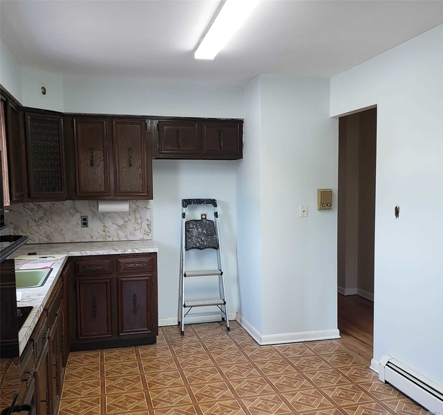 3 Bedrooms, Middle Village Rental in NYC for $2,200 - Photo 2