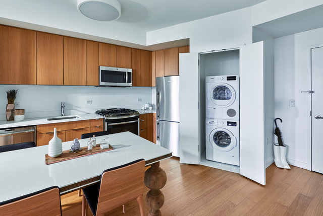 2 Bedrooms, Hell's Kitchen Rental in NYC for $5,333 - Photo 2