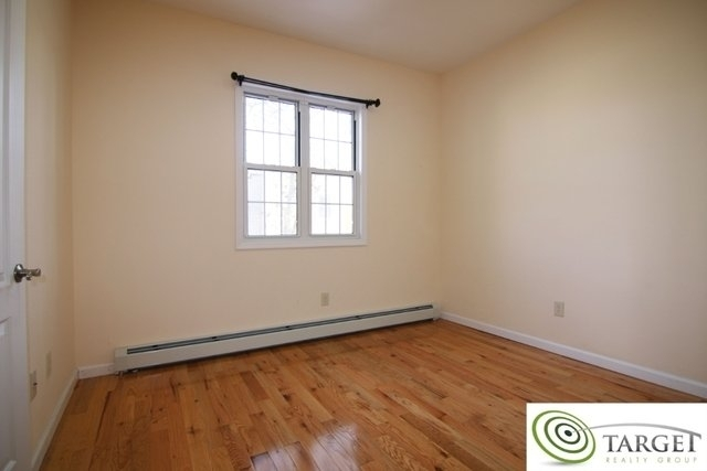 3 Bedrooms, Glendale Rental in NYC for $2,200 - Photo 2
