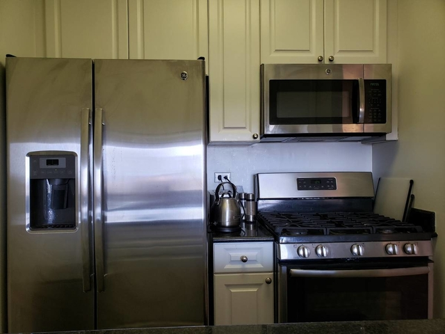 1 Bedroom, Yorkville Rental in NYC for $3,115 - Photo 2
