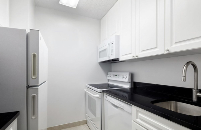 Studio, Theater District Rental in NYC for $2,200 - Photo 2