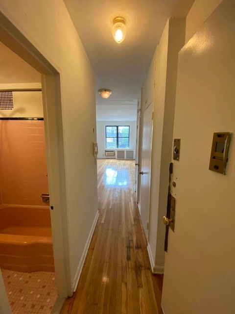 Studio, Upper East Side Rental in NYC for $1,720 - Photo 2