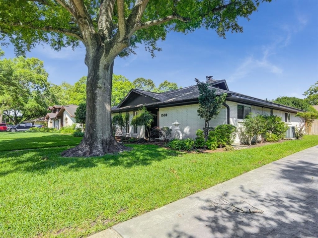 4 Bedrooms, Clear Lake City Rental in Houston for $2,200 - Photo 2