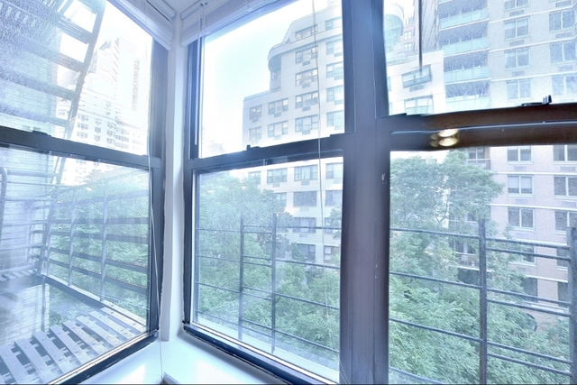 2 Bedrooms, Turtle Bay Rental in NYC for $3,660 - Photo 2