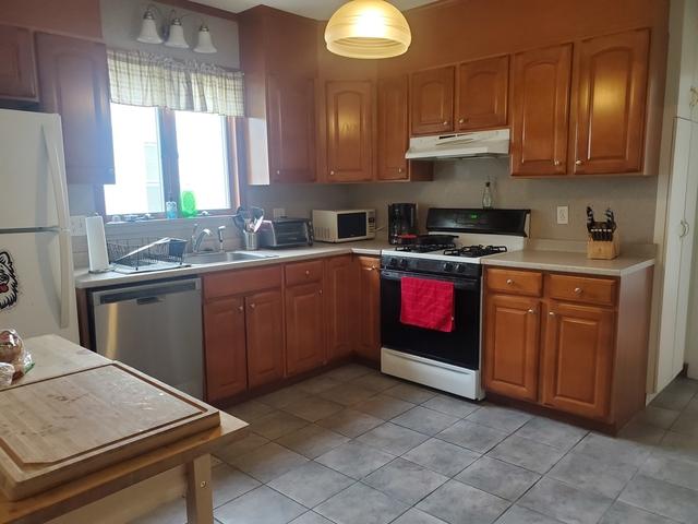 3 Bedrooms, Oak Square Rental in Boston, MA for $2,760 - Photo 1