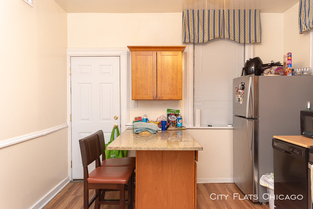 2 Bedrooms, Wrightwood Rental in Chicago, IL for $1,999 - Photo 2