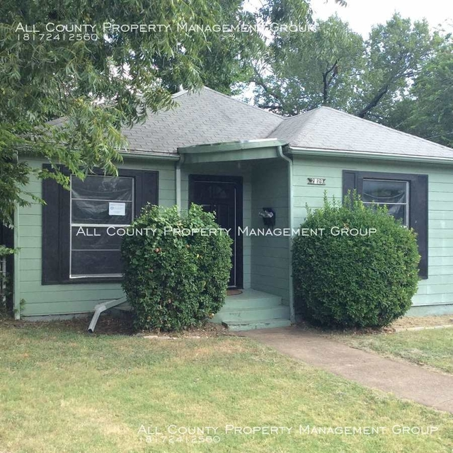 2 Bedrooms, Oakhurst Rental in Dallas for $1,195 - Photo 2