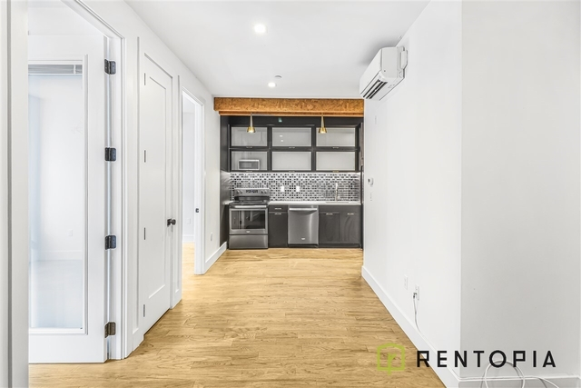 3 Bedrooms, Williamsburg Rental in NYC for $5,075 - Photo 2
