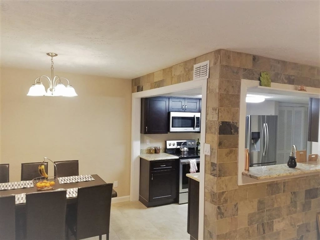 4 Bedrooms, Memorial Club Townhome Rental in Houston for $2,000 - Photo 1