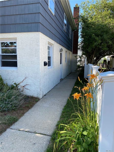 3 Bedrooms, East End South Rental in Long Island, NY for $2,900 - Photo 2