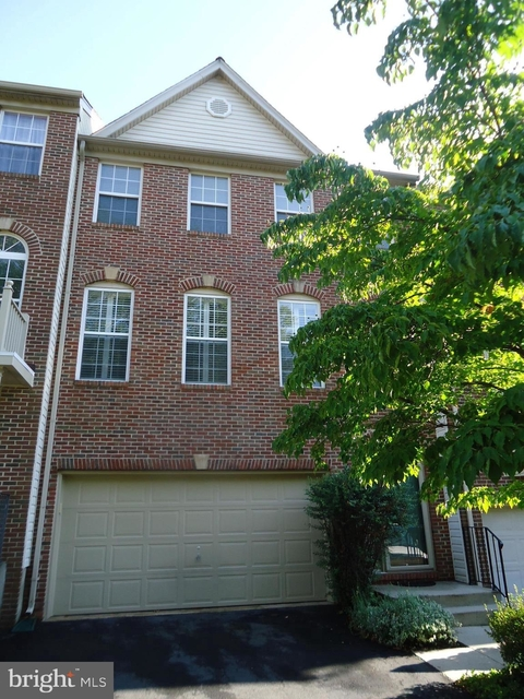 3 Bedrooms, Chantilly Rental in Washington, DC for $2,800 - Photo 2