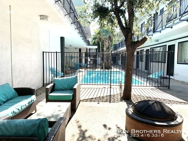 2 Bedrooms, Little Armenia Rental in Los Angeles, CA for $2,045 - Photo 1