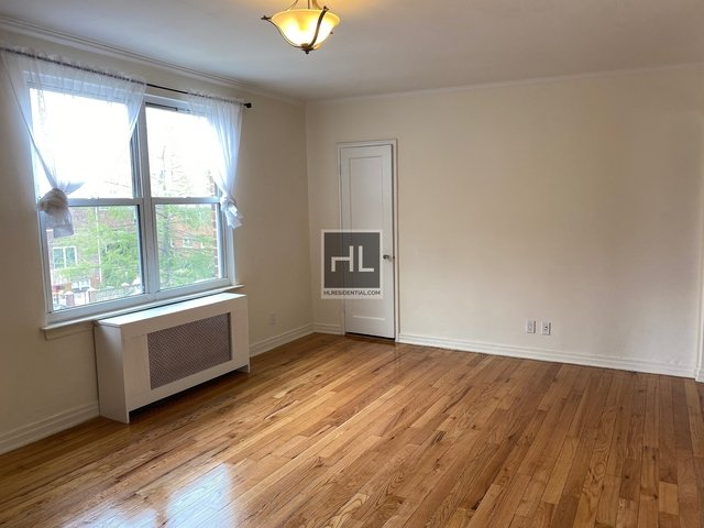 2 Bedrooms, Ditmars Rental in NYC for $2,450 - Photo 2