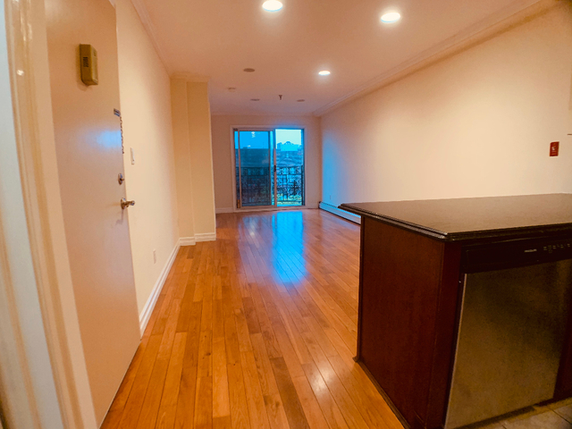 3 Bedrooms, Astoria Rental in NYC for $3,200 - Photo 1