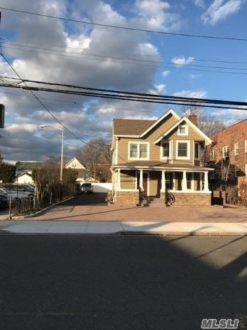 3 Bedrooms, Rockville Centre Rental in Long Island, NY for $3,300 - Photo 1