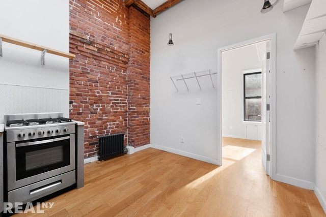 2 Bedrooms, Two Bridges Rental in NYC for $2,639 - Photo 2