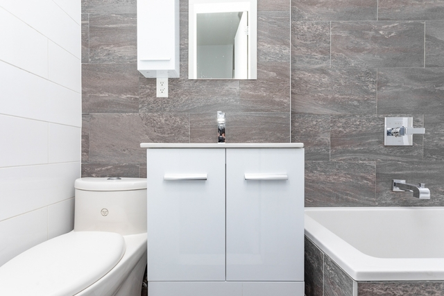 3 Bedrooms, Ridgewood Rental in NYC for $2,382 - Photo 2