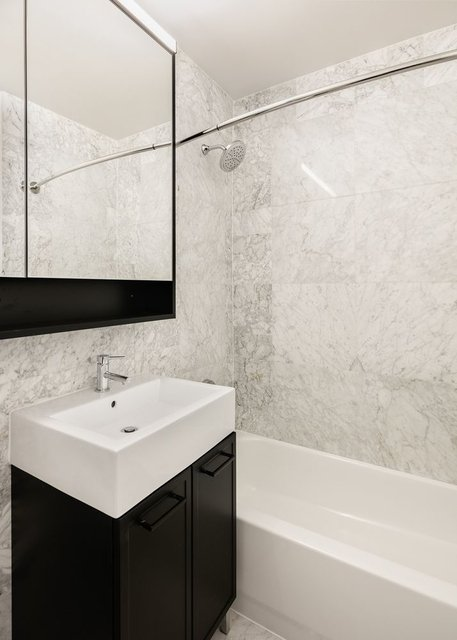 2 Bedrooms, Financial District Rental in NYC for $3,916 - Photo 2
