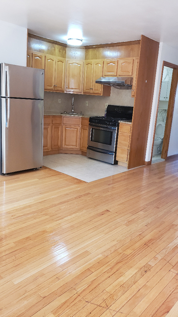 2 Bedrooms, Dyker Heights Rental in NYC for $1,650 - Photo 1