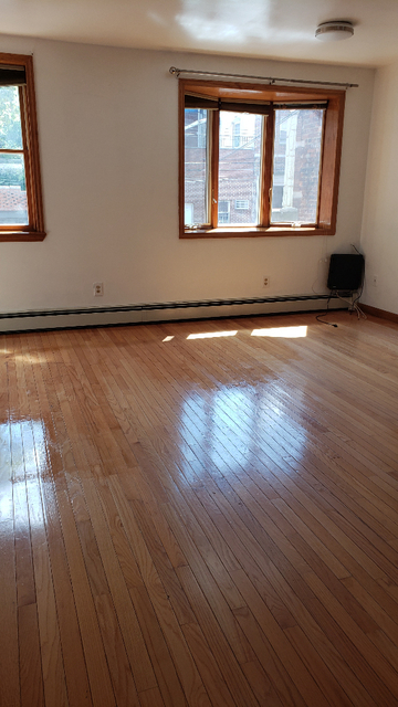 2 Bedrooms, Dyker Heights Rental in NYC for $1,650 - Photo 2