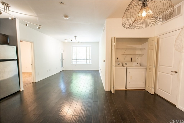2 Bedrooms, Arts District Rental in Los Angeles, CA for $2,650 - Photo 2