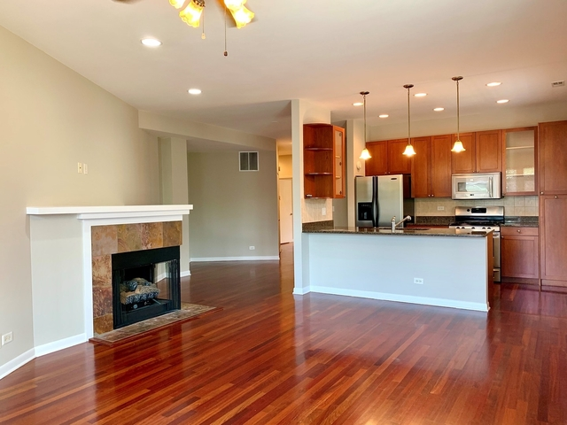 2 Bedrooms, Ravenswood Manor Rental in Chicago, IL for $2,400 - Photo 2