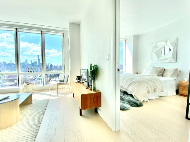 1 Bedroom, Long Island City Rental in NYC for $2,976 - Photo 2