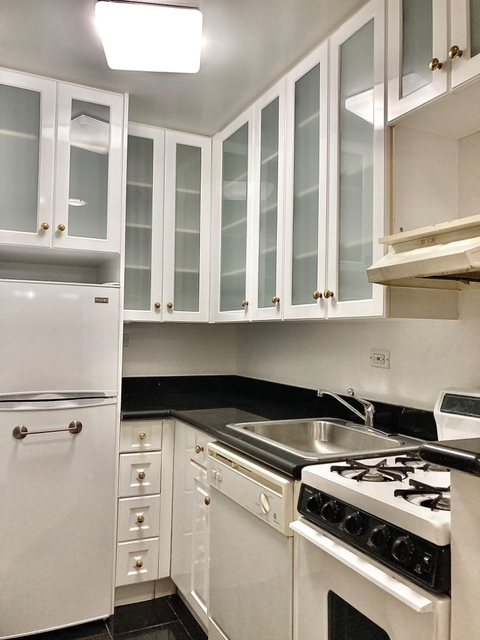 Studio, Lincoln Square Rental in NYC for $2,039 - Photo 2