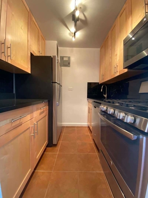 1 Bedroom, Gramercy Park Rental in NYC for $2,745 - Photo 2