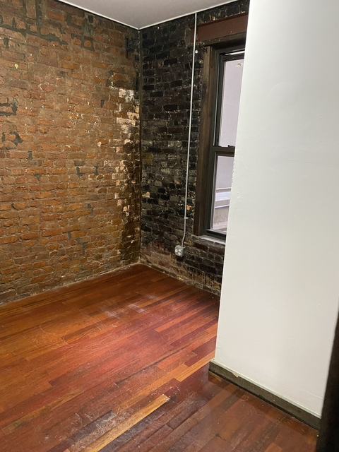 3 Bedrooms, Alphabet City Rental in NYC for $2,700 - Photo 2