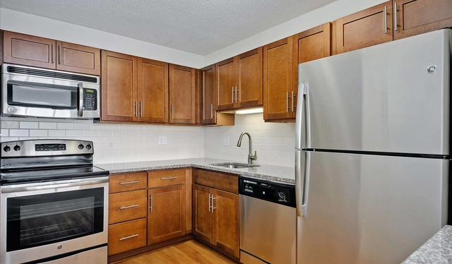 3 Bedrooms, East Hyde Park Rental in Chicago, IL for $2,458 - Photo 2