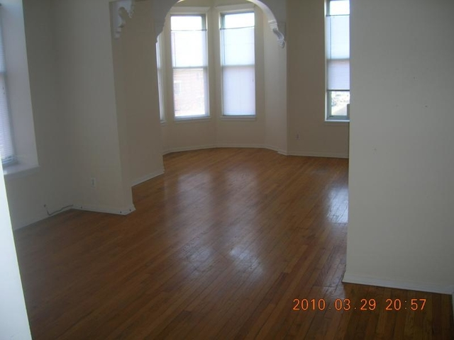 2 Bedrooms, West Town Rental in Chicago, IL for $1,940 - Photo 2