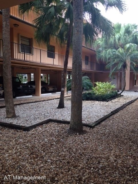 2 Bedrooms, Lago West Rental in Miami, FL for $1,600 - Photo 1