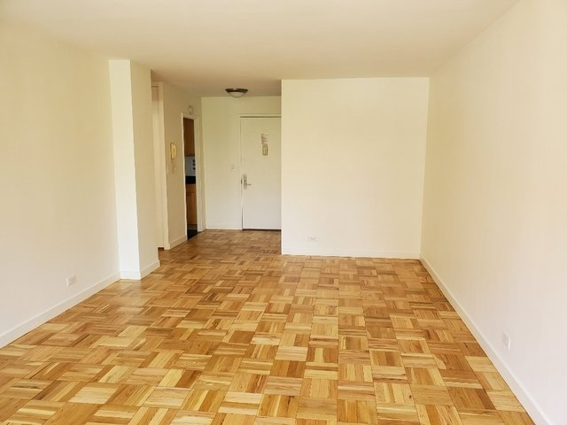 1 Bedroom, Turtle Bay Rental in NYC for $3,800 - Photo 2