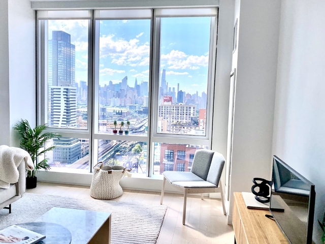 1 Bedroom, Long Island City Rental in NYC for $2,976 - Photo 1