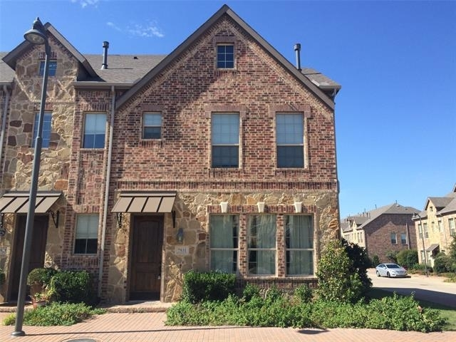3 Bedrooms, The Town Homes at Legacy Town Center Rental in Dallas for $2,595 - Photo 1