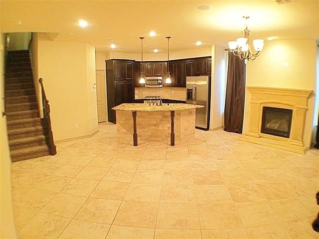 3 Bedrooms, The Town Homes at Legacy Town Center Rental in Dallas for $2,595 - Photo 2