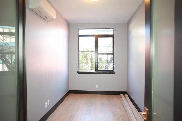 4 Bedrooms, East Williamsburg Rental in NYC for $4,000 - Photo 2