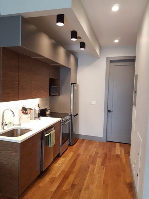 3 Bedrooms, Bedford-Stuyvesant Rental in NYC for $900 - Photo 1
