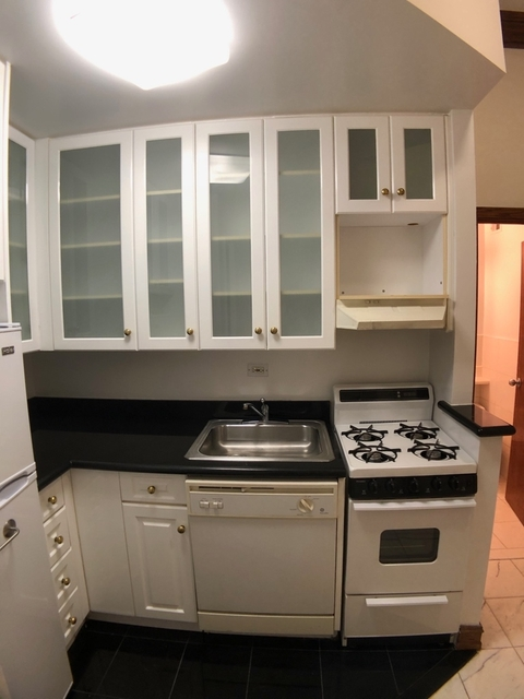 Studio, Lincoln Square Rental in NYC for $1,828 - Photo 2
