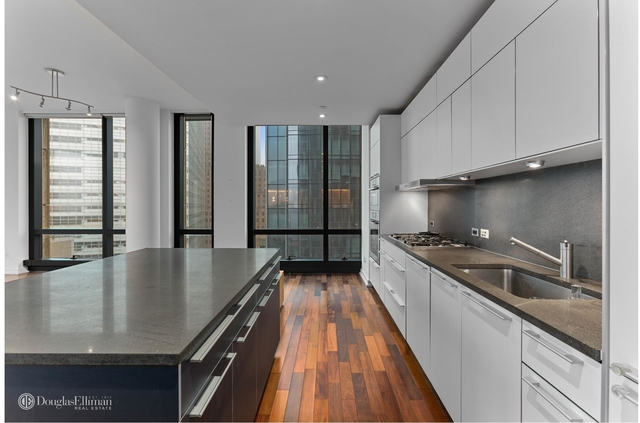 3 Bedrooms, Tribeca Rental in NYC for $14,800 - Photo 2