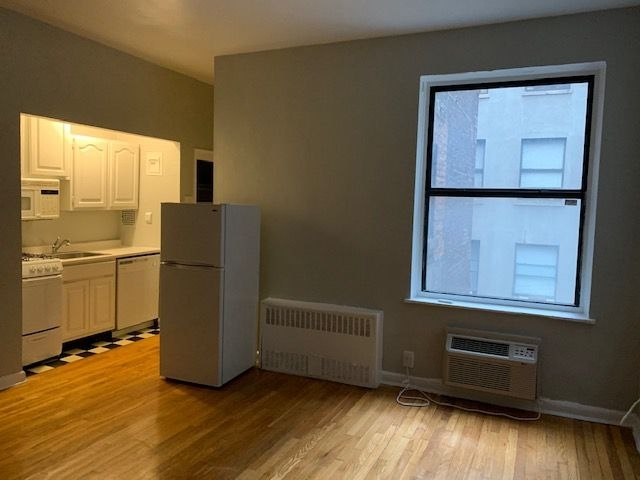 1 Bedroom, Rose Hill Rental in NYC for $2,270 - Photo 2